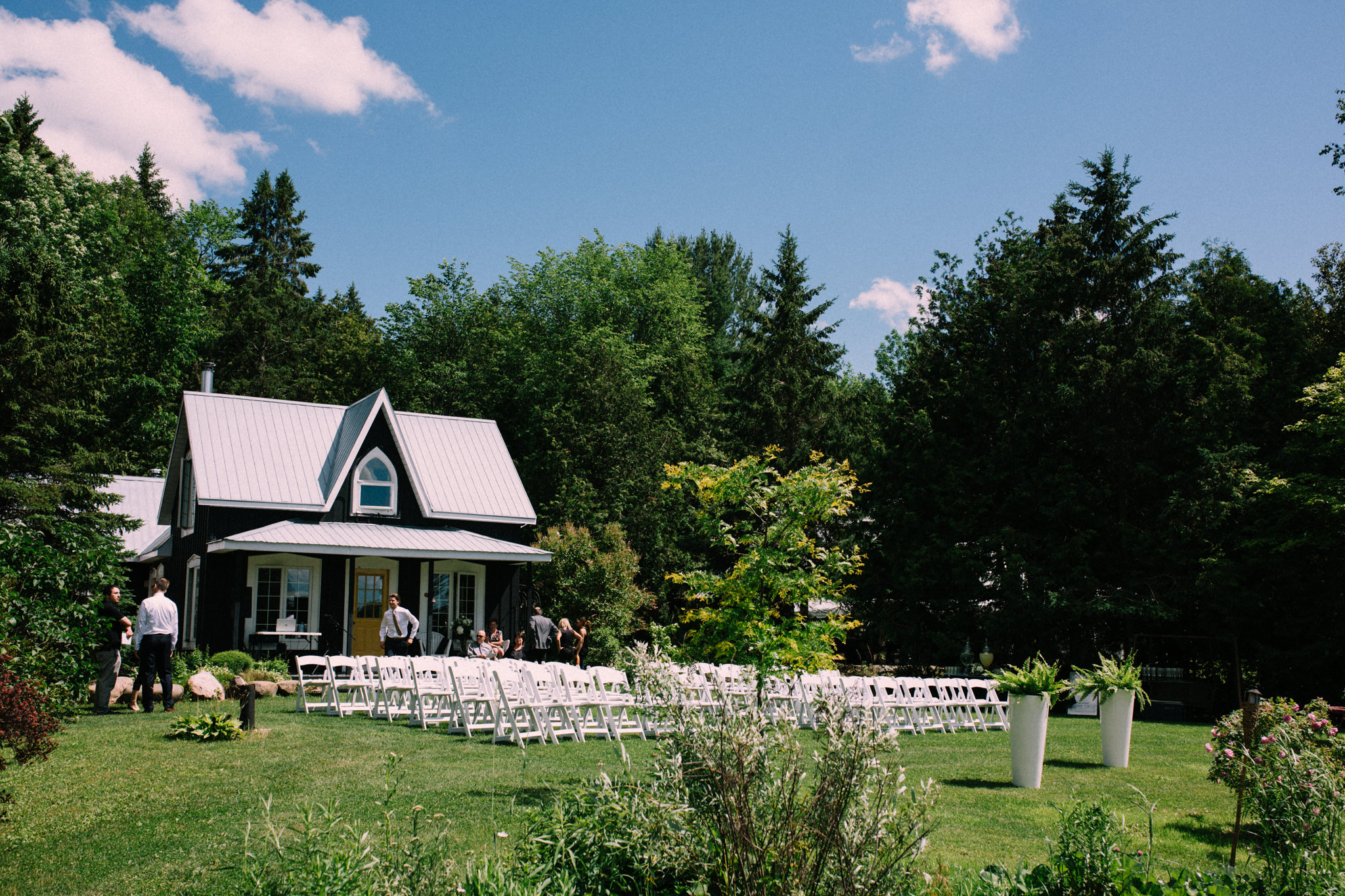 Orillia intimate summer wedding at Ficklewood Farm by Max Wong Photo (6)