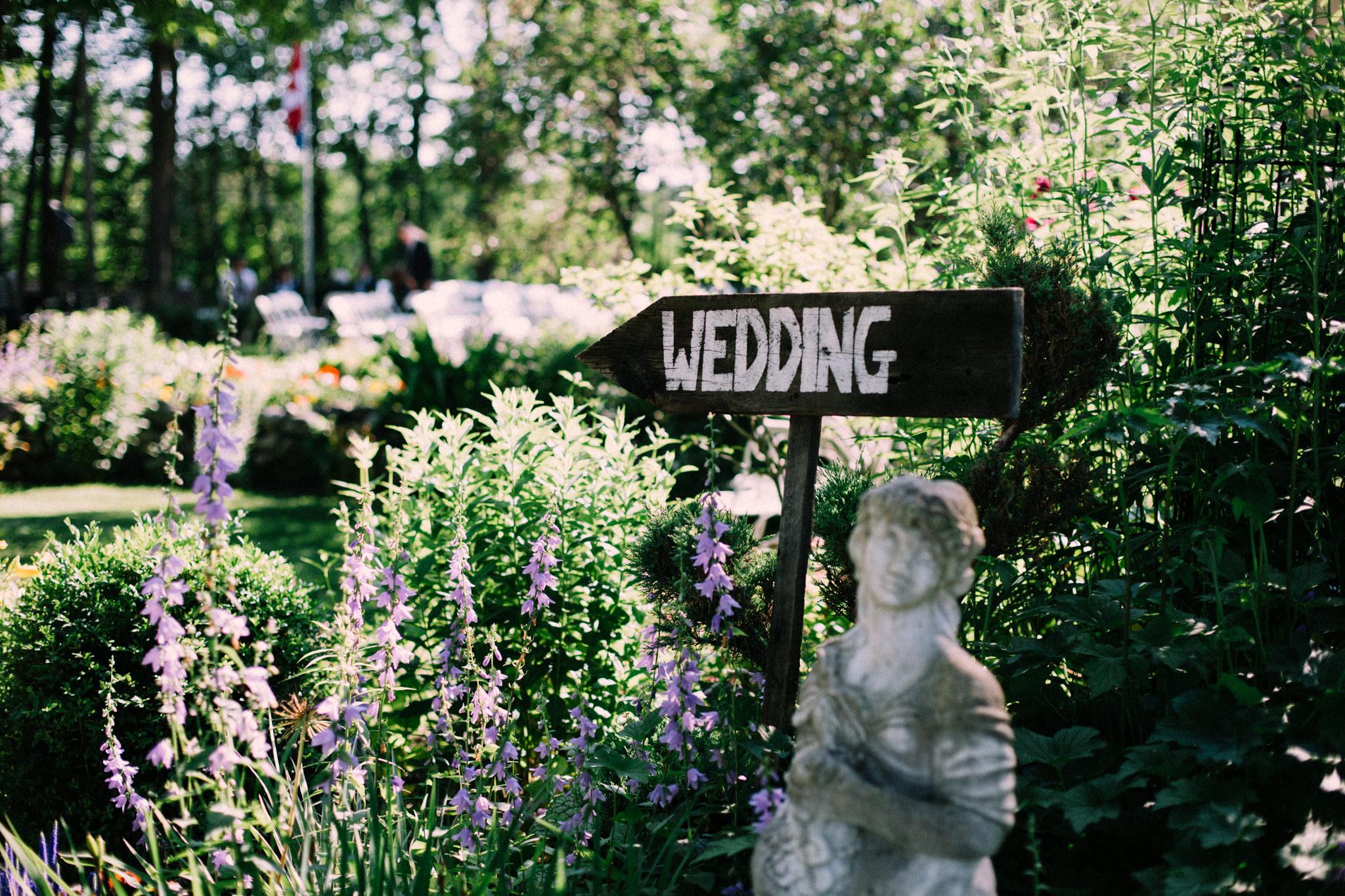 Orillia summer wedding at Northbrook Farms by Max Wong Photo (12)