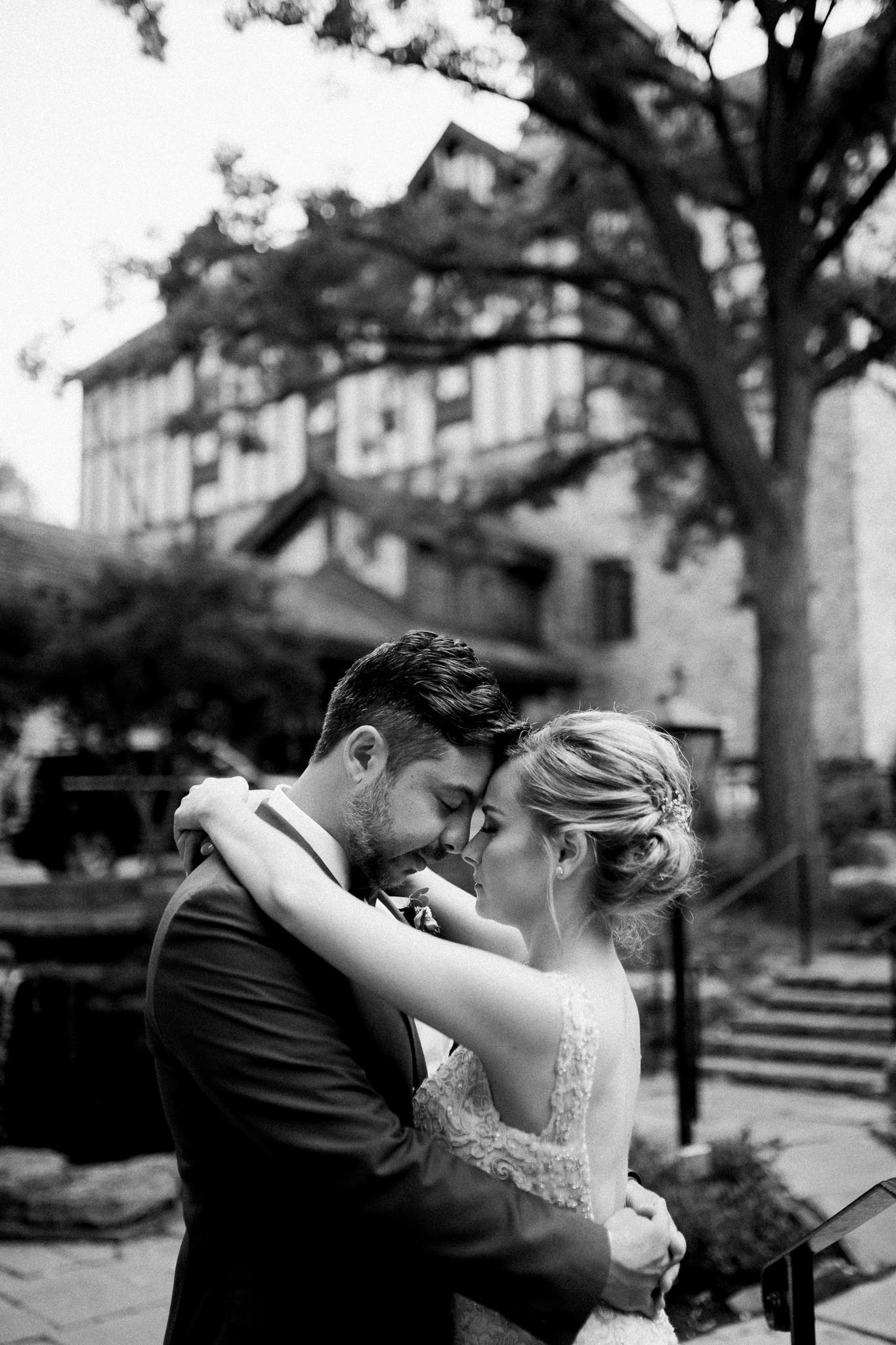 Toronto summer wedding at Old Mill Inn by Max Wong Photo (37)