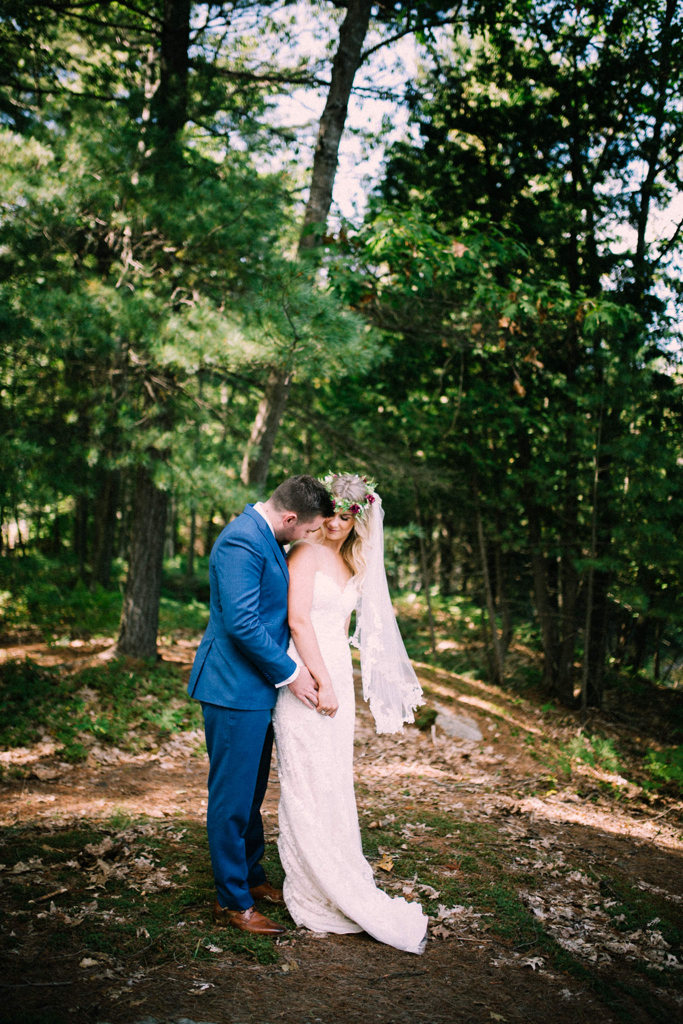 Muskoka lakeside wedding at Port Cunnington Lodge by Max Wong Photo (15)
