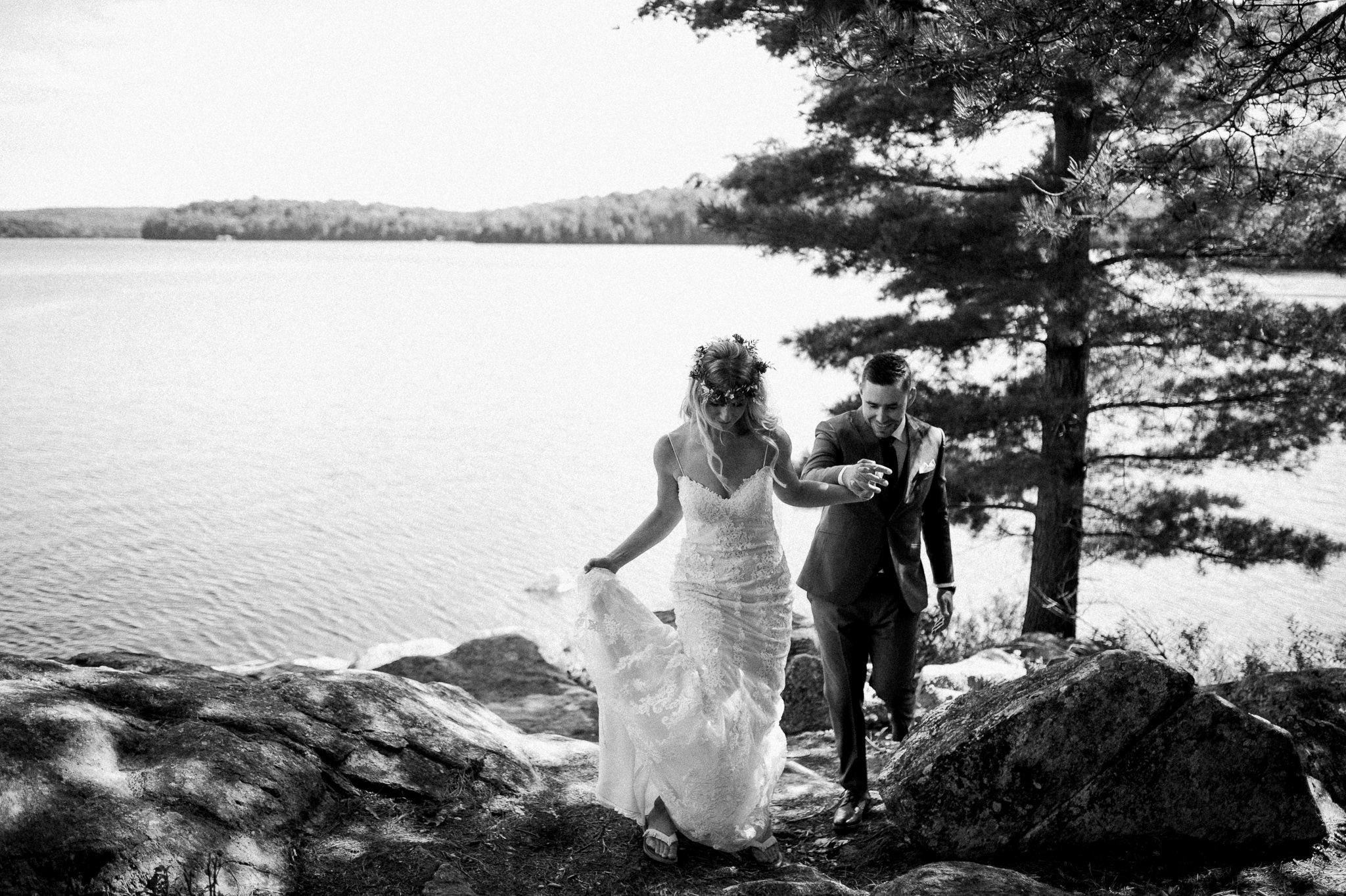 Muskoka lakeside wedding at Port Cunnington Lodge by Max Wong Photo (20)