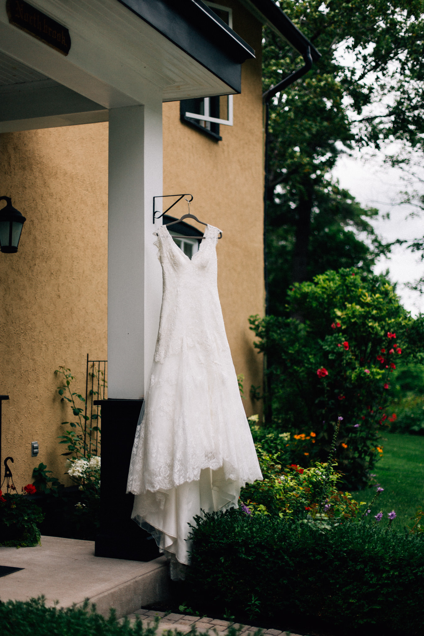 Orillia intimate outdoor wedding at Northbrook Farms by Max Wong Photo (3)
