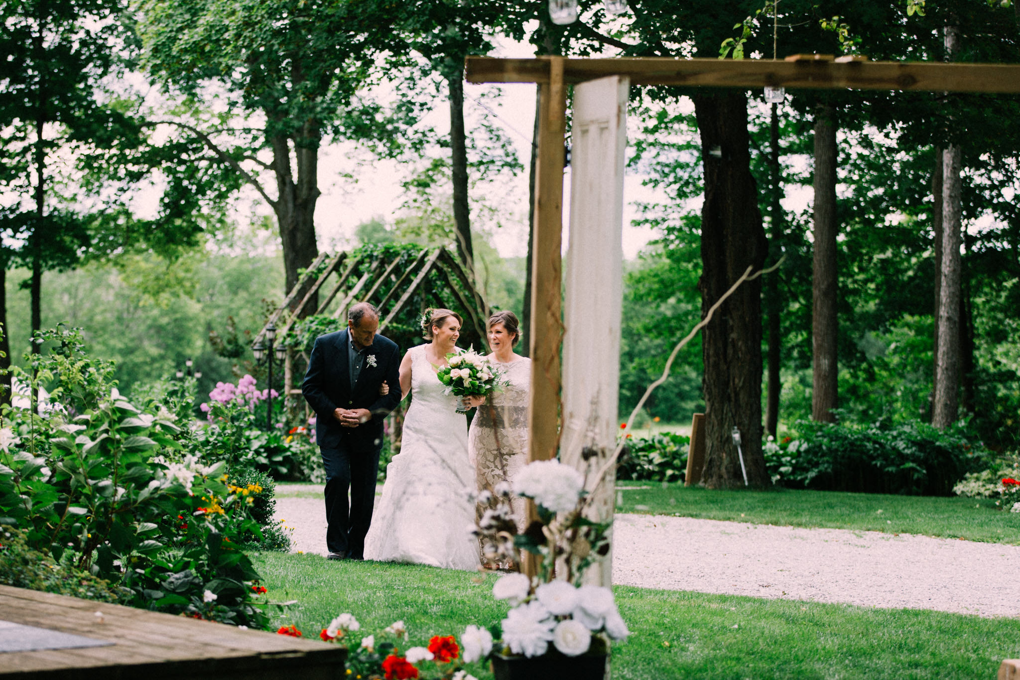 Orillia intimate outdoor wedding at Northbrook Farms by Max Wong Photo (29)
