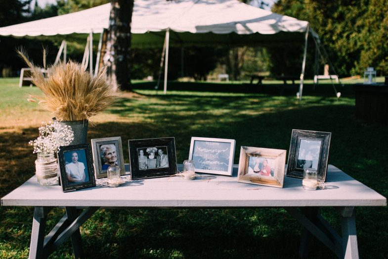 photo frame decor for a wedding
