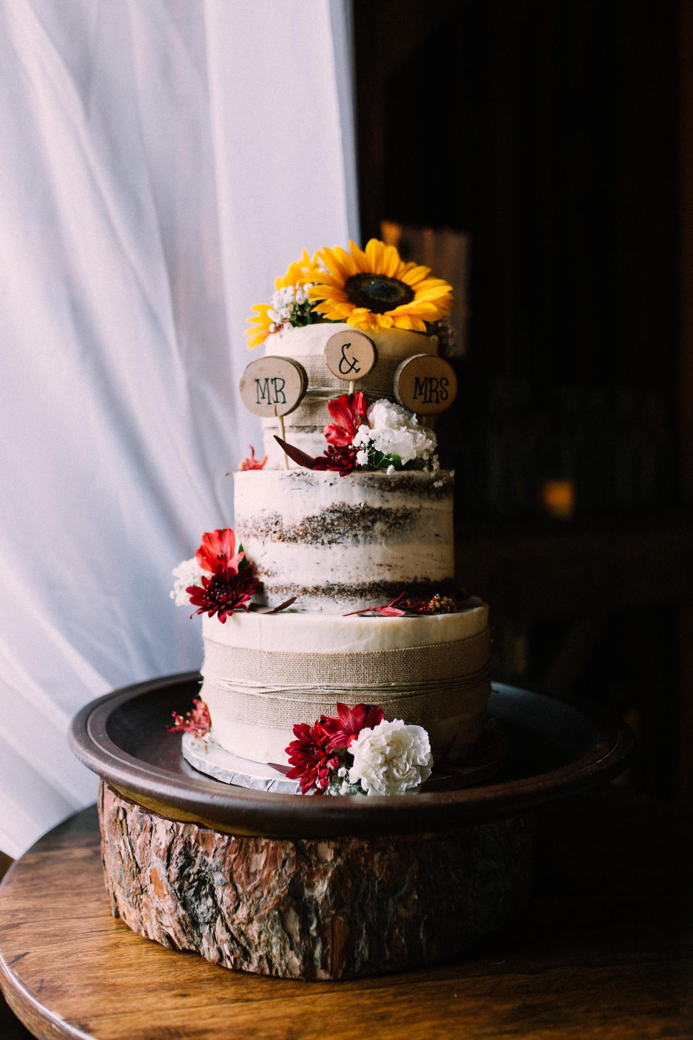 rustic wedding cake with sunflower